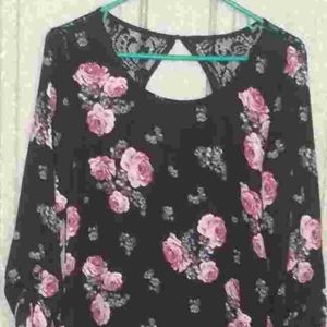 Gorgeous, Silky Floral & Lace Tunic Sz. Small